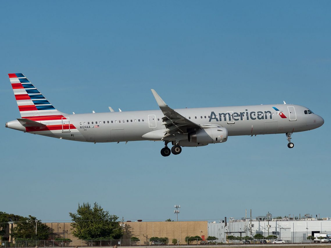 American Airlines Airbus A321-231 (N124AA) at Miami International Airport