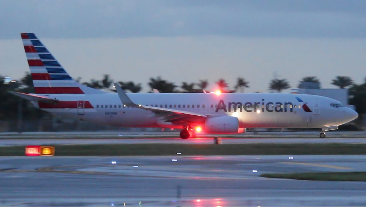 American Airlines Boeing 737-800 Dusk Takeoff from Ft. Lauderdale [Runway 10L]
