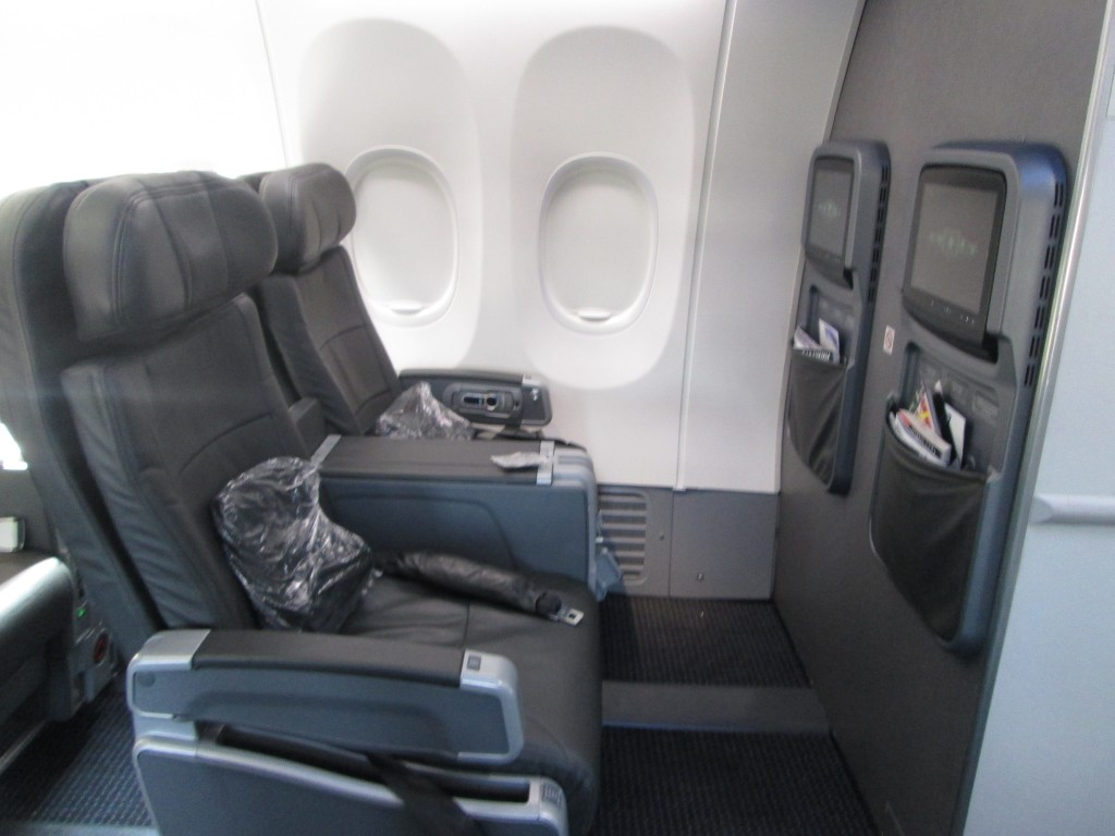 American Airlines Boeing 737-800 First Class Seats Configuration Details