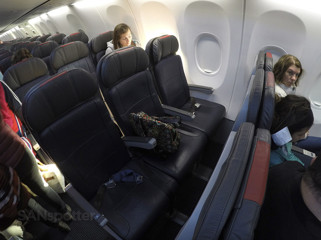 American Airlines 737-800 Main Cabin Extra seats photos @SANspotter