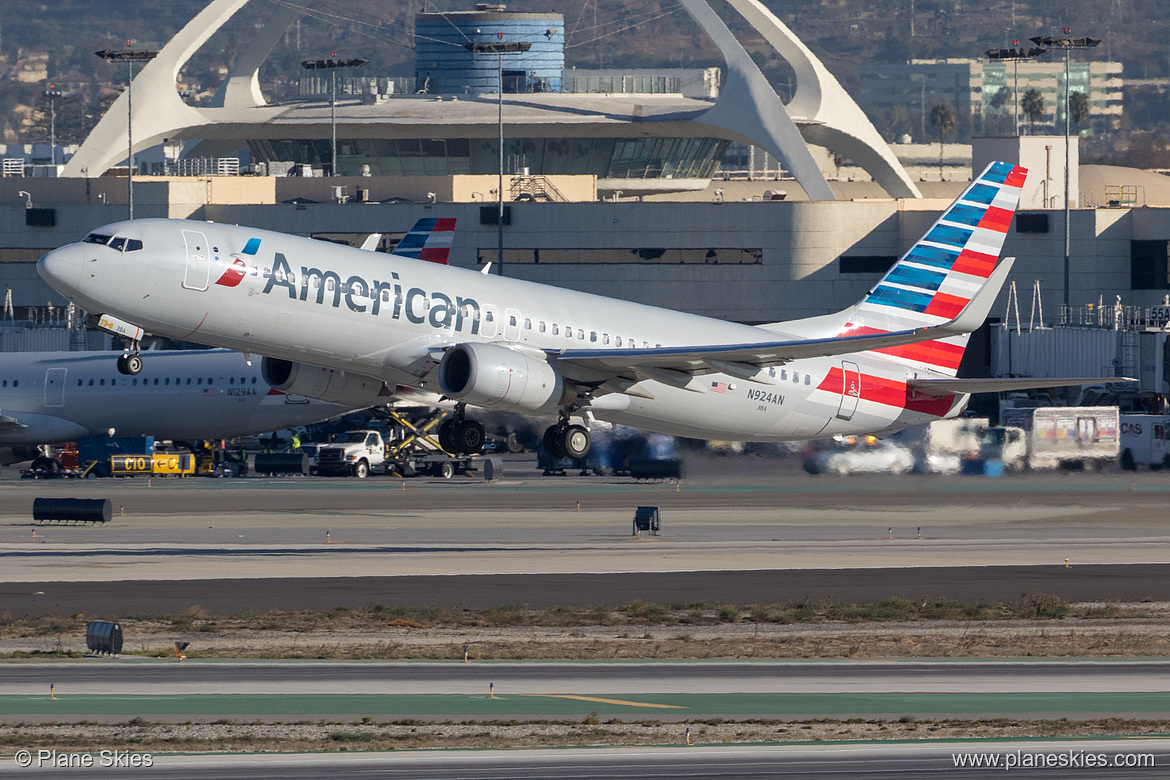 American Airlines Boeing 737-800 N924AN at Los Angeles International Airport (KLAX:LAX) @PlaneSkies