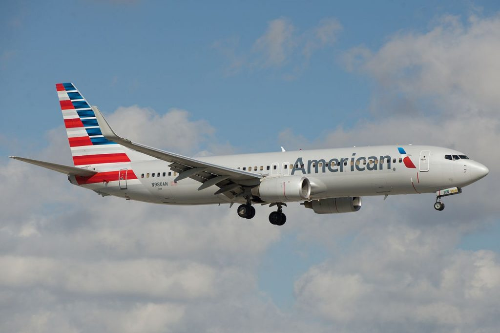 American Airlines Boeing 737-800 N980AN Photos