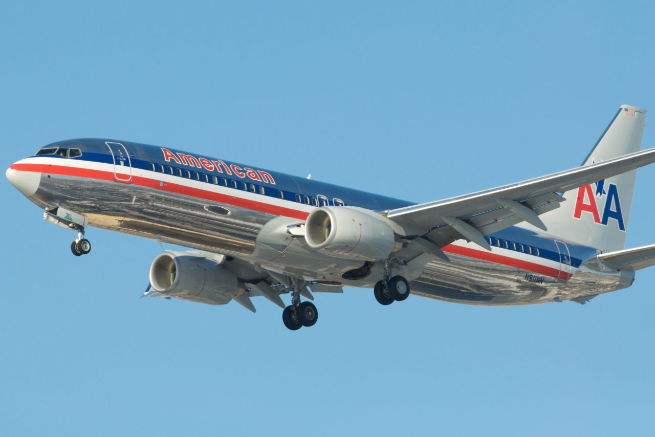 American Airlines 737-800 N8111NN