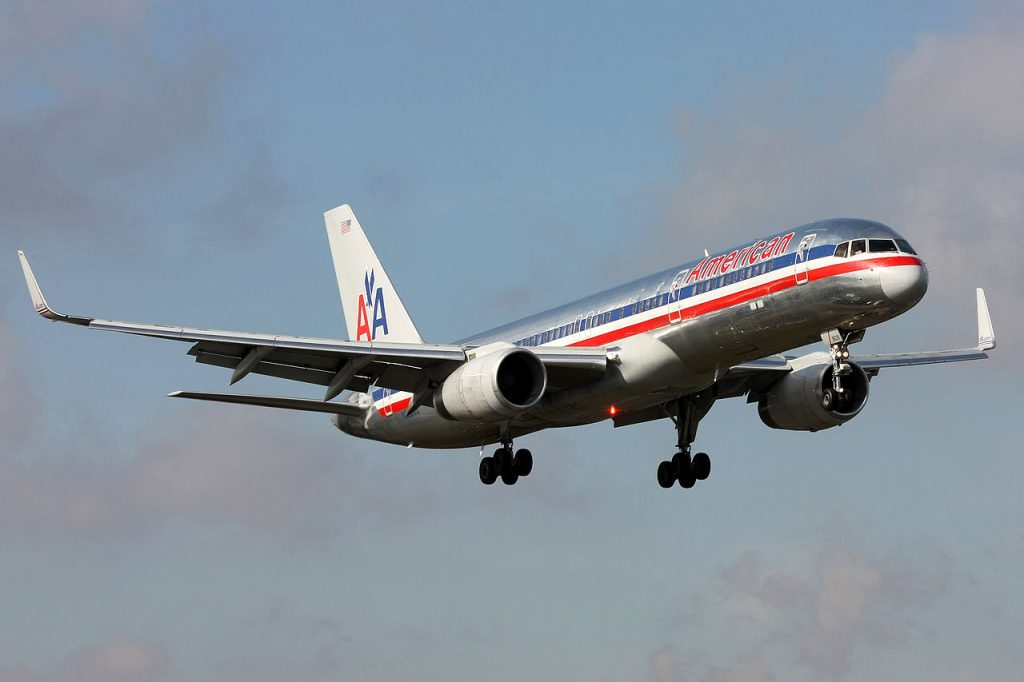 American Airlines Boeing 757-200 N668AA lands at New York La Guaradia