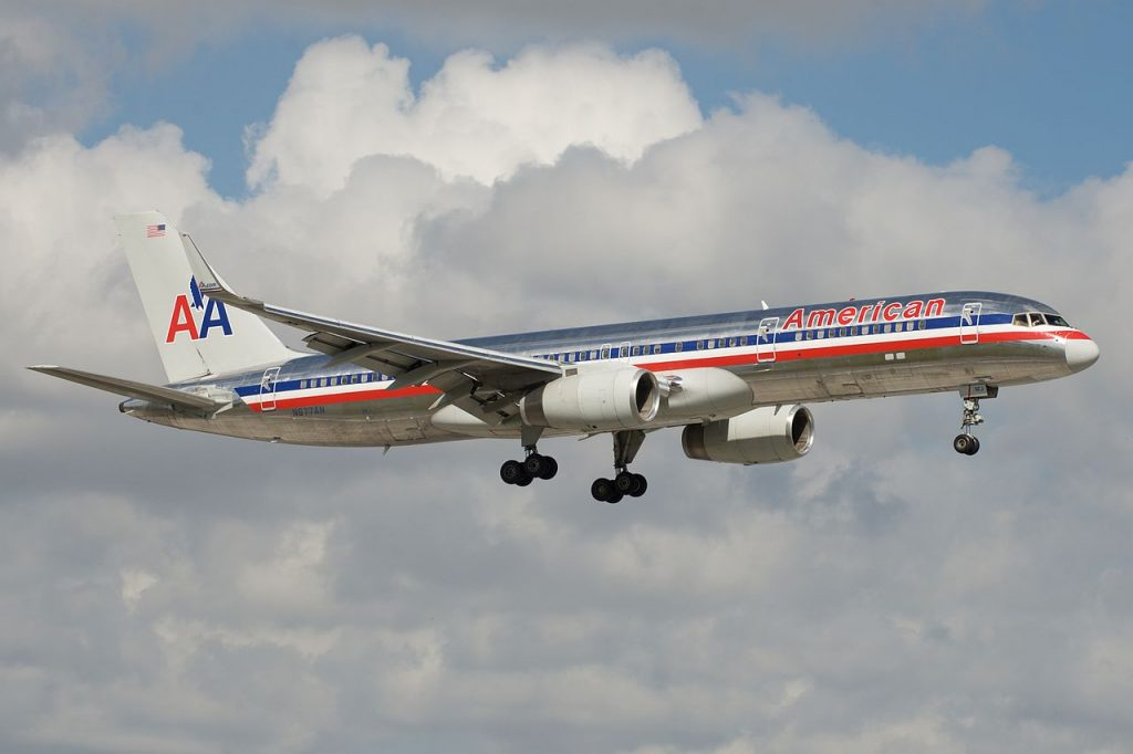American Airlines Boeing 757-200 N677AN at Miami International Airport