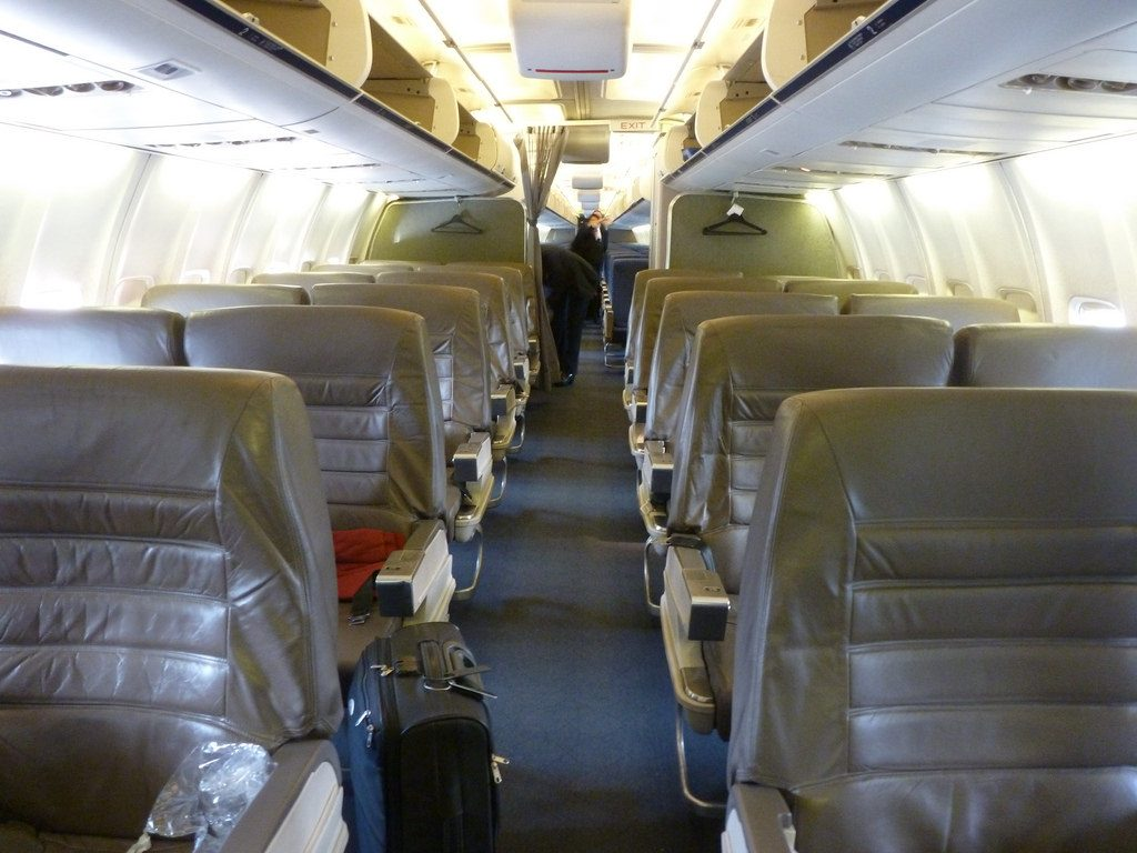 American Airlines Boeing 757-200 Old First Class Cabin