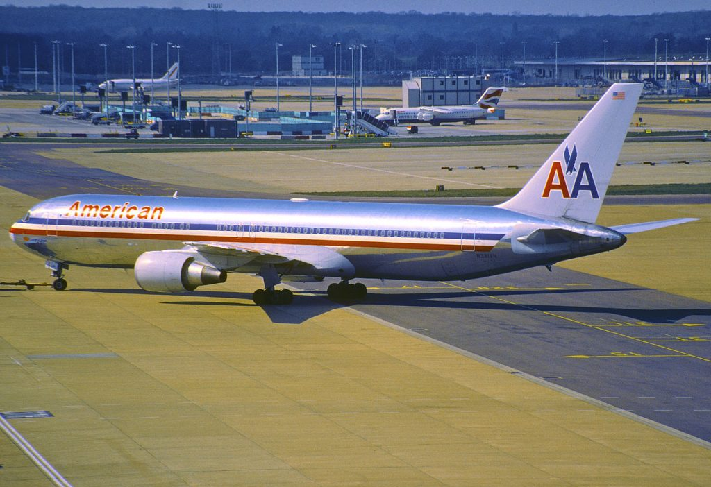 American Airlines Boeing 767-300, N381AN @LGW Photos