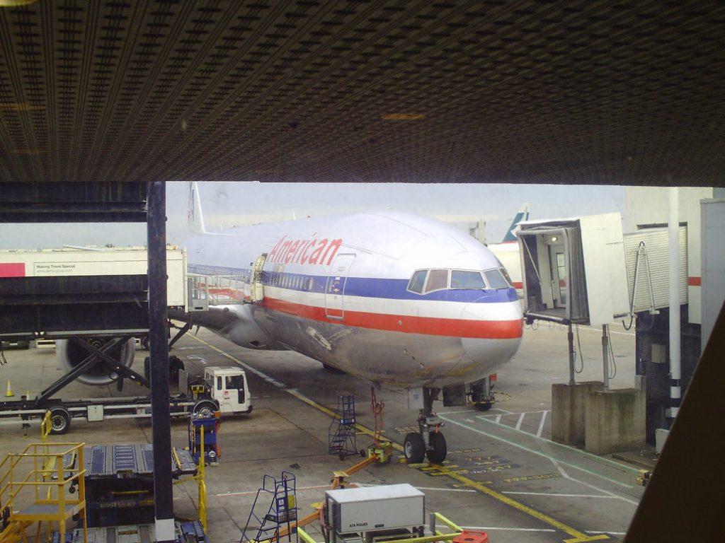 American Airlines Boeing 777-200ER Passenger Boarding