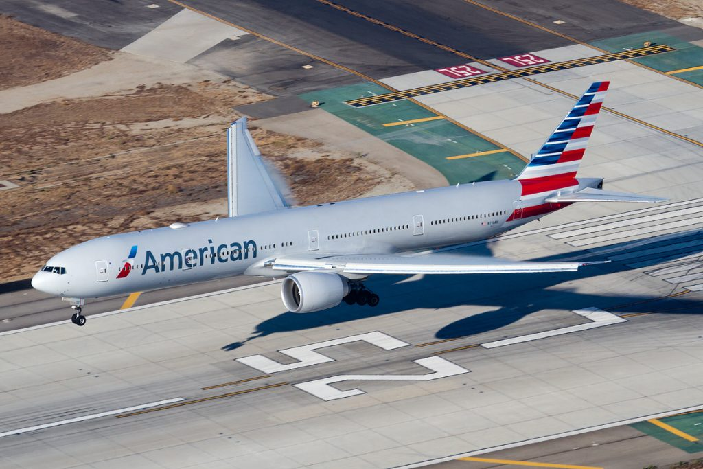 American Airlines Boeing 777-300ER (N719AN) landing at Los Angeles International
