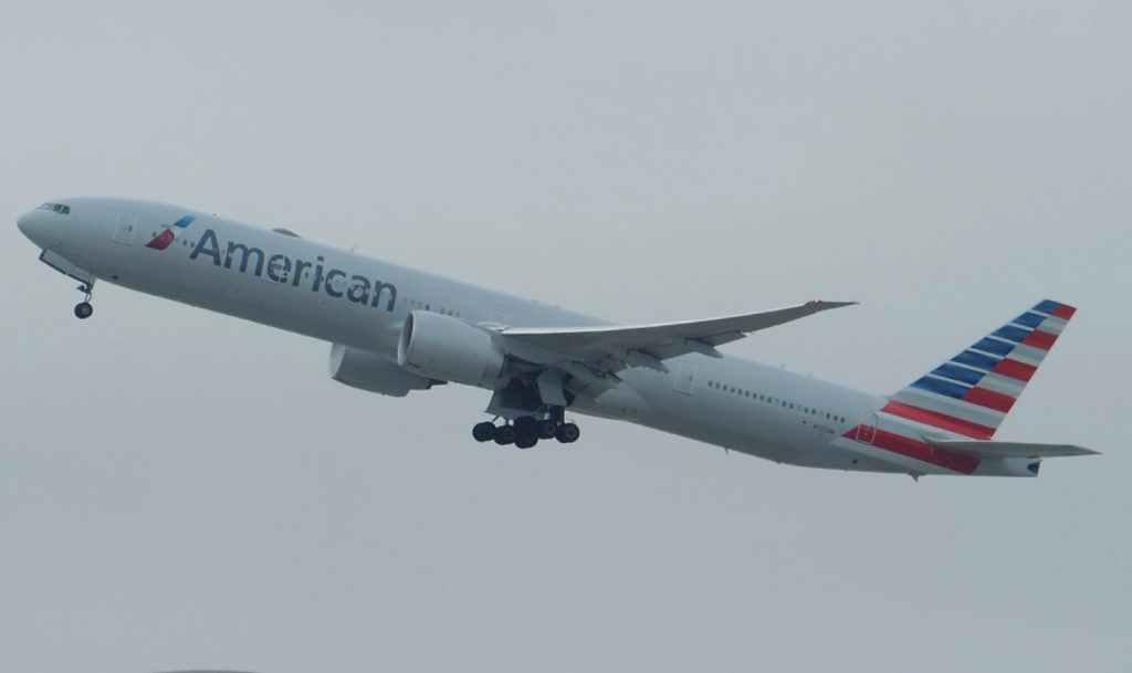 American Airlines Boeing 777-300ER [N725AN] takeoff from LAX
