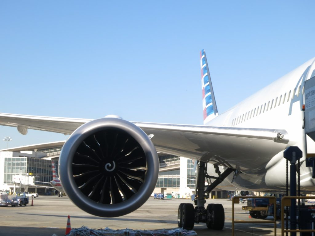 American Airlines Boeing 787-8 Dreamliner Big Engines Photos