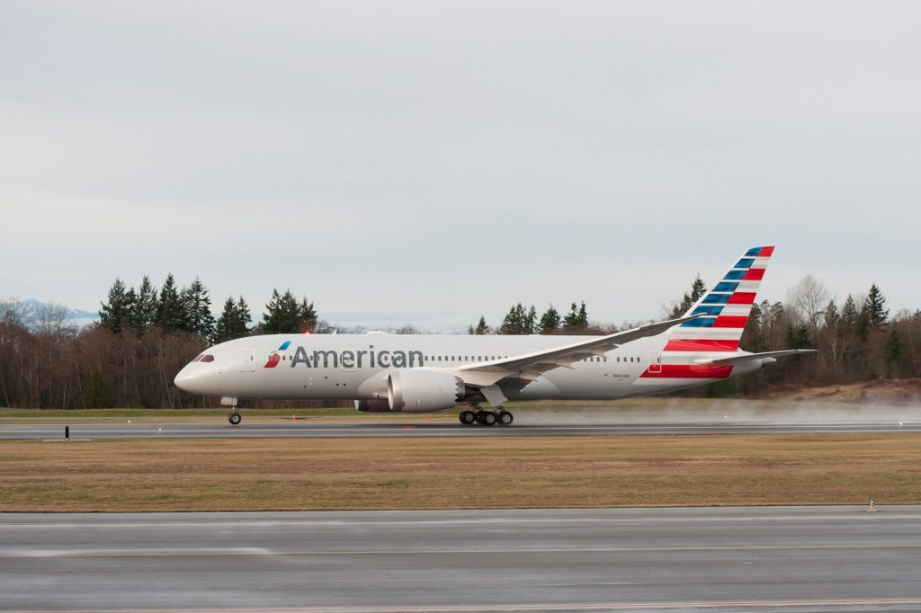 American Airlines Boeing 787-8 Dreamliner Touch Down