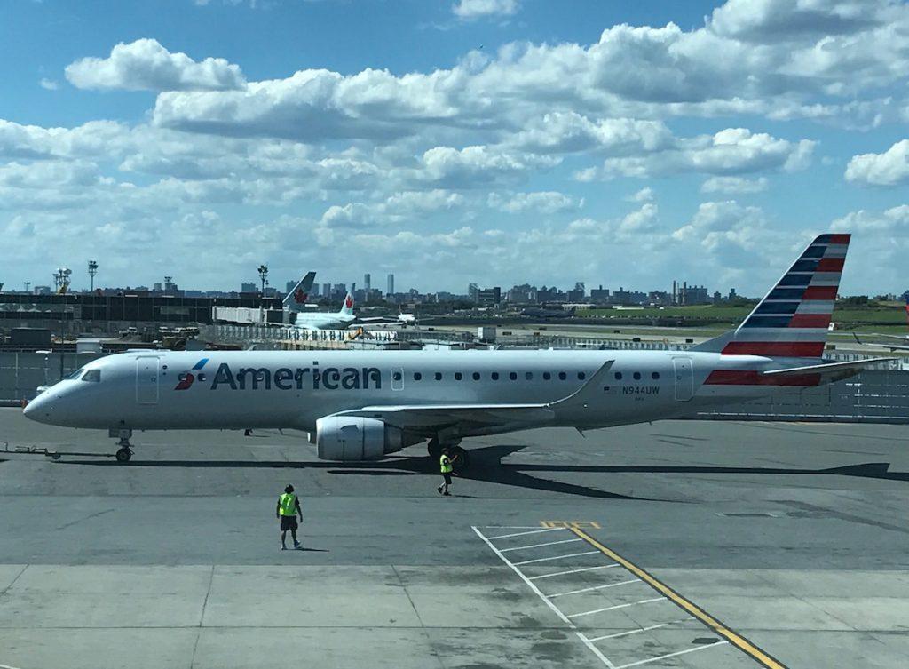 American Airlines Embraer 190 N944UW Photos