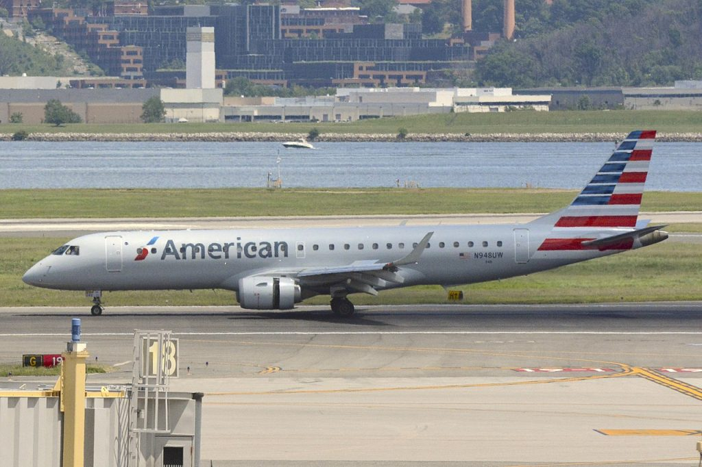 American Airlines Embraer E190 N948UW Ronald Reagan Washington National Airport (DCA)