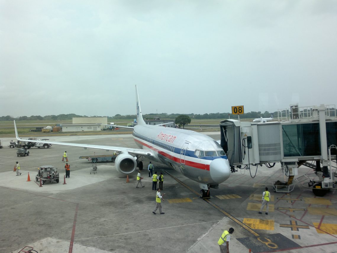 American Airlines Fleet Boeing 737-800 Retro Livery Boarding