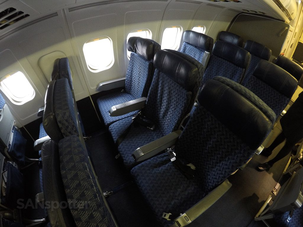 American Airlines McDonnell Douglas MD-80 (MD83) Economy Class Seats @SANspotter