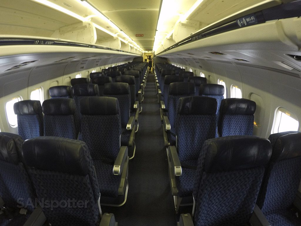 American Airlines McDonnell Douglas MD-80 (MD83) Main Cabin Seating Row @SANspotter