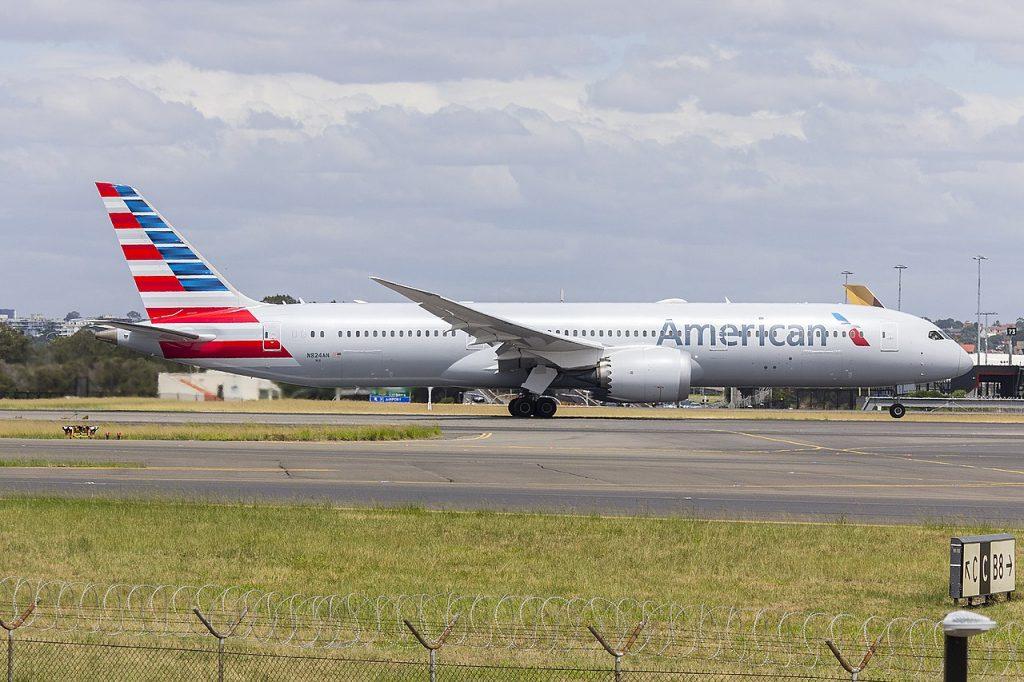 American Airlines (N824AN) Boeing 787-9 Dreamliner departing Sydney Airport