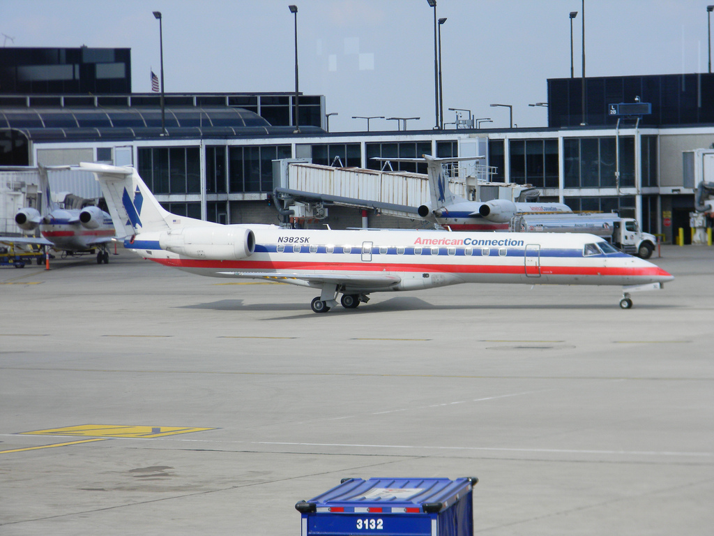 American Connection Airlines Embraer ERJ-140 N382SK Photos