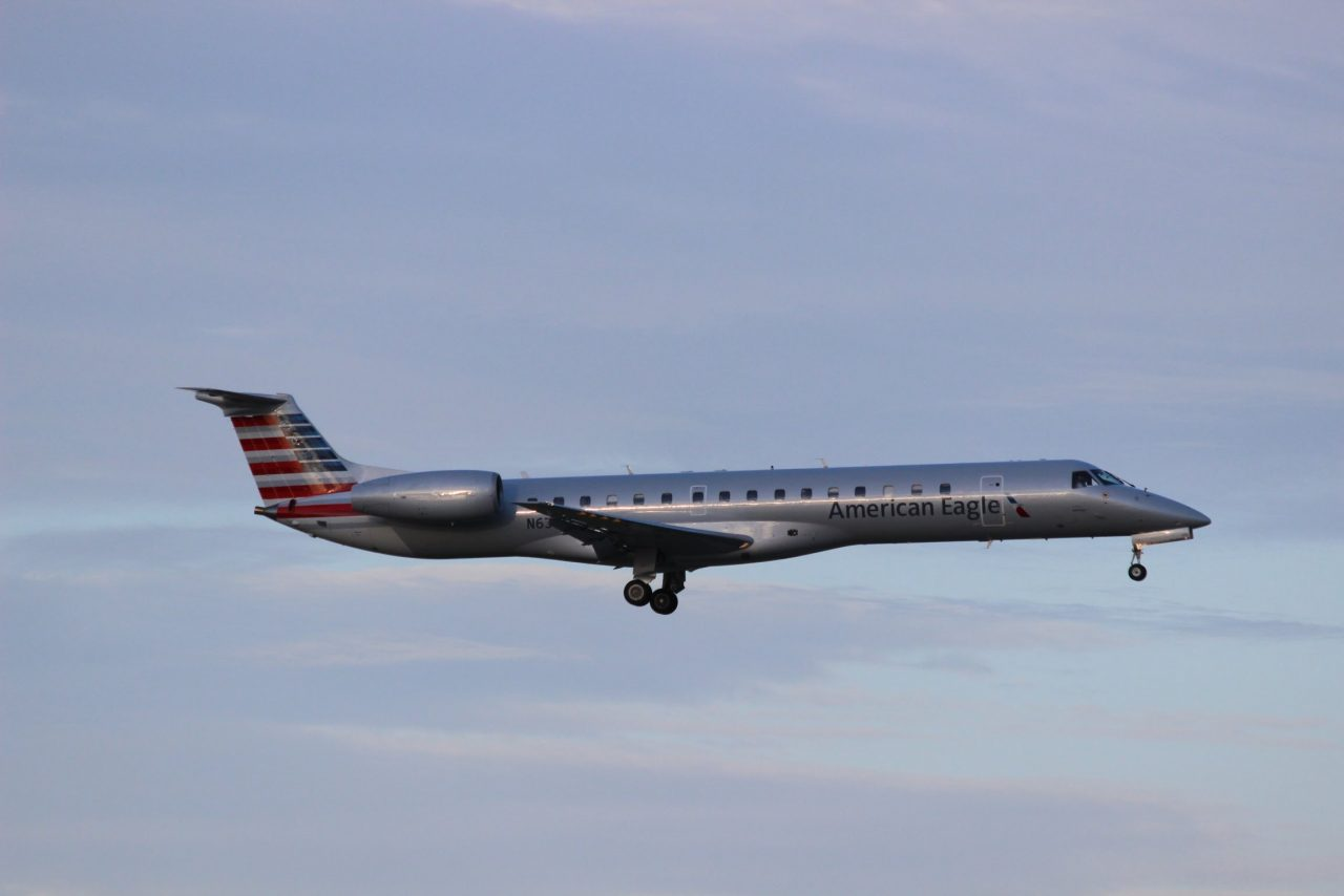 American Eagle Airlines Bombardier CRJ-200 Photos