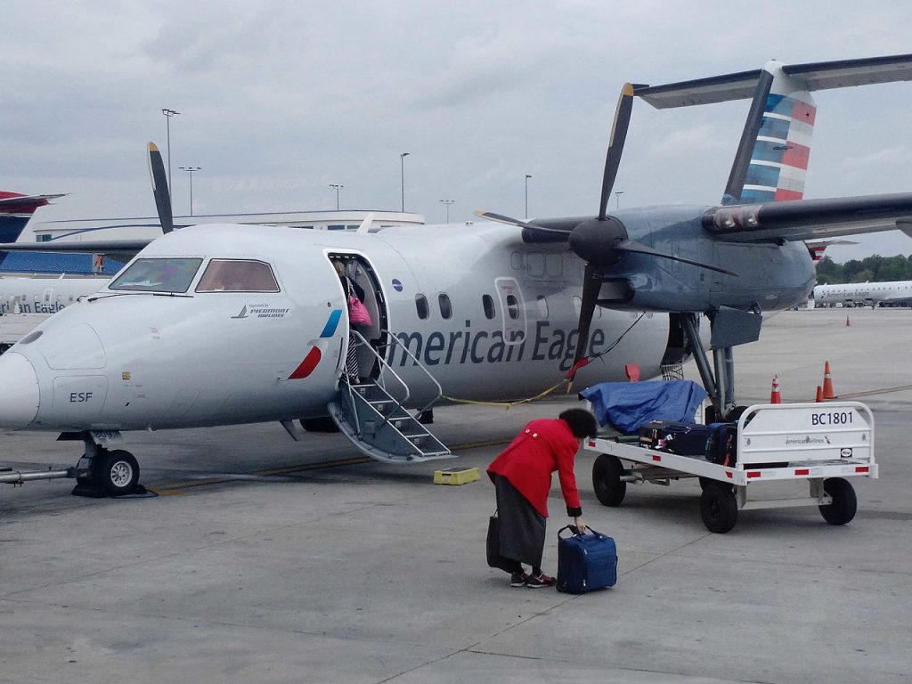 American Eagle Airlines Bombardier DHC-8-100 Photos