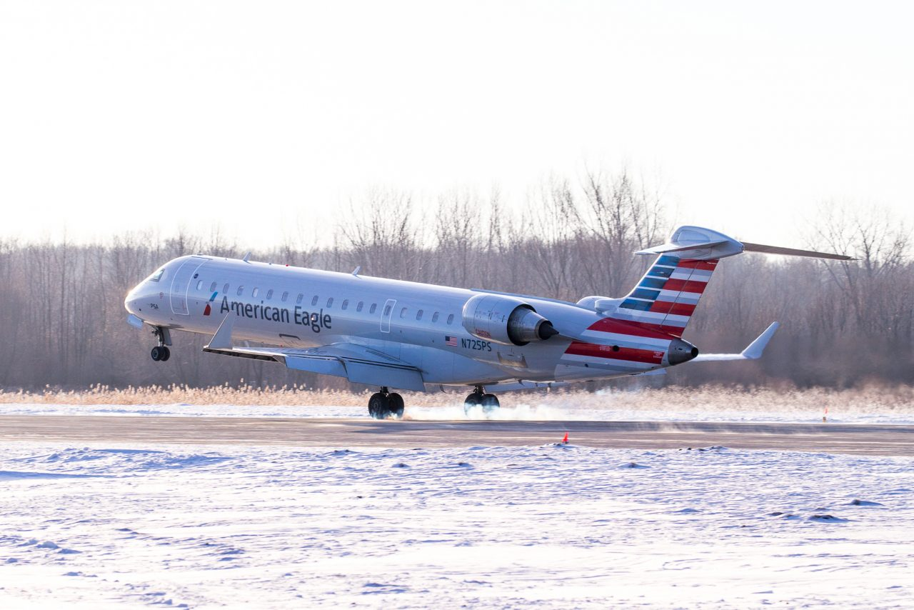 American Eagle Airlines CRJ-700 N725PS Photos