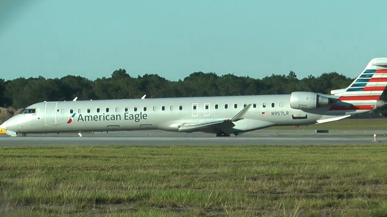 American Eagle Airlines CRJ-900 N957LR Landing Pensacola International Airport