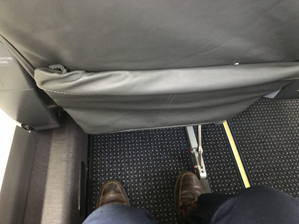 American Eagle Airlines Dallas to Santa Barbara CRJ-900 First Class Single Seats Legroom Pitch