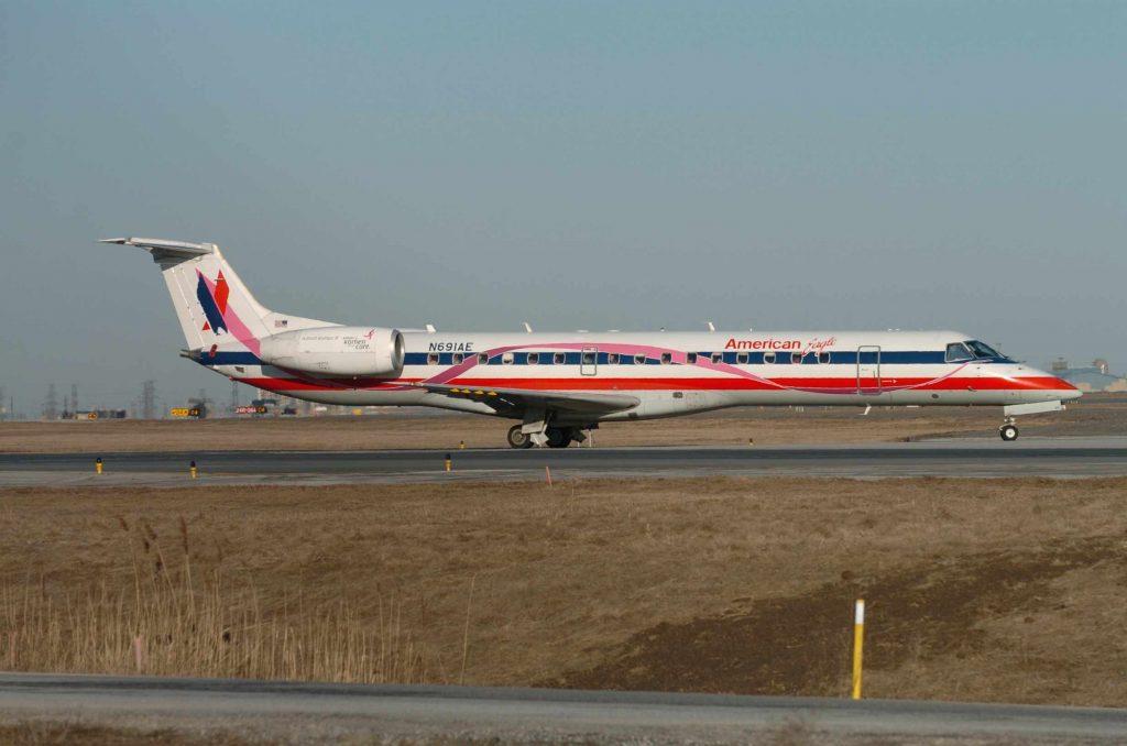 American Eagle Airlines ERJ-145 N691AE Taxiing Runaway Photos