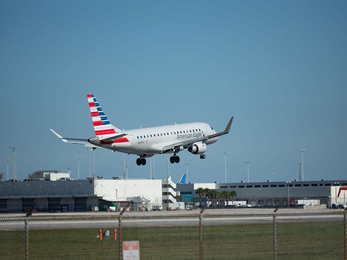 American Eagle Airlines Embraer E175 (N439YX) at Miami International Airport