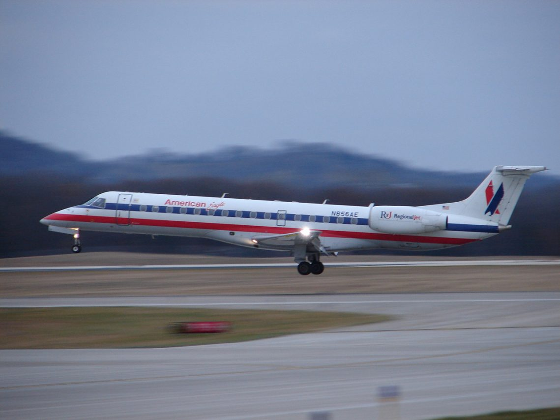 American Eagle Airlines Embraer ERJ-140 N856AE at LSE