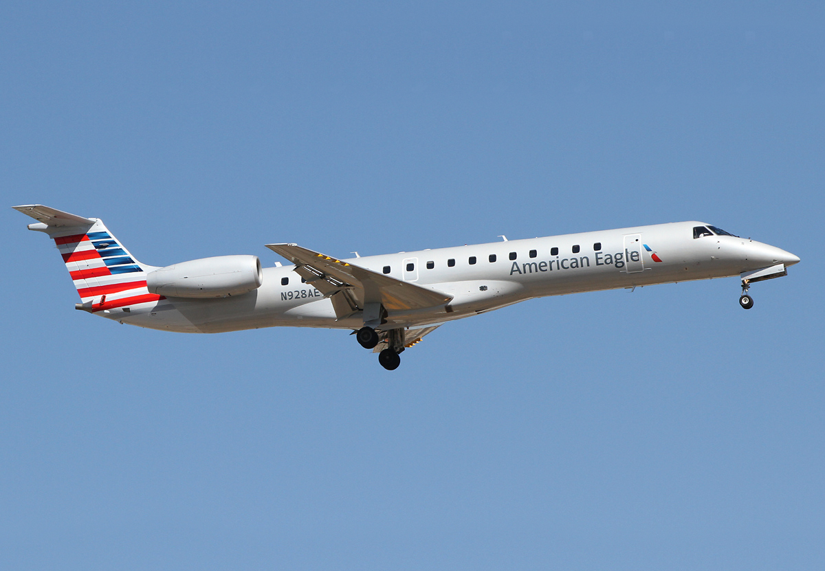 American Eagle Airlines - Embraer ERJ-145 N928AE Photos