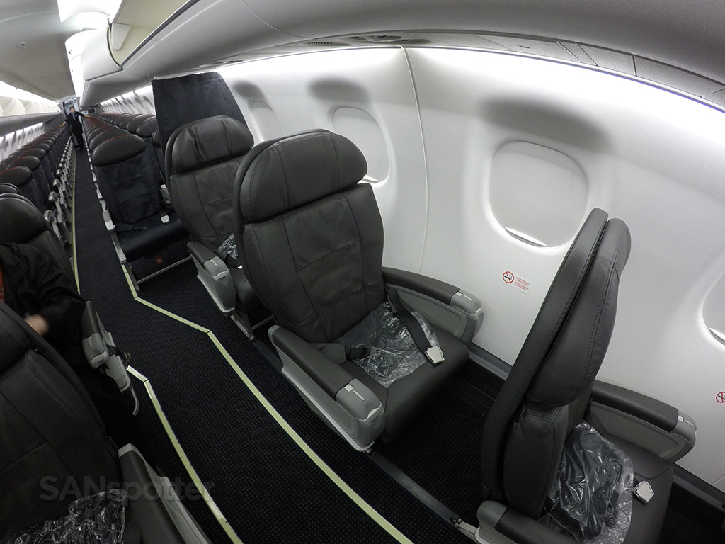 American Eagle Airlines Embraer ERJ-175 First Class Cabin Configuration 1-2 Layout @SANspotter