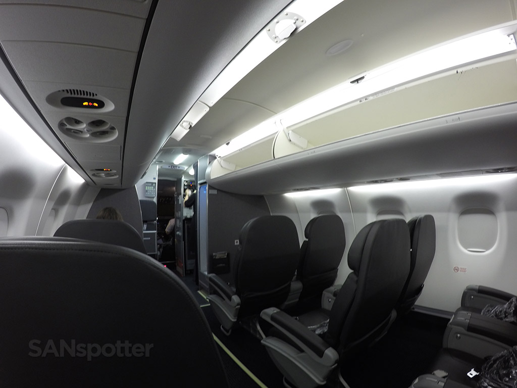 American Eagle Airlines Embraer ERJ-175 first class cabin interior photos @SANspotter