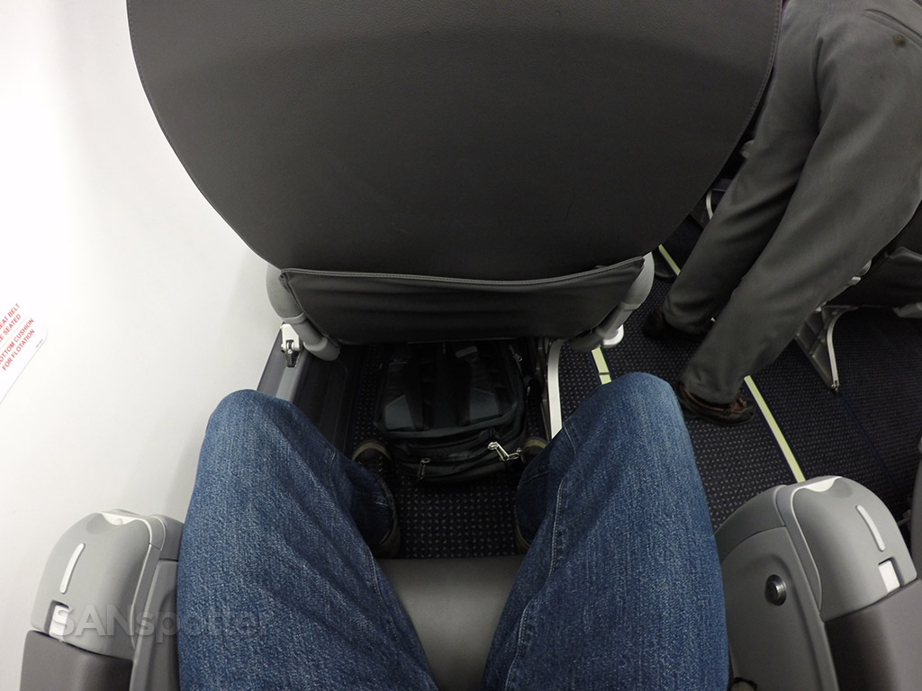 American Eagle Airlines Embraer ERJ-175 first class seats leg room @SANspotter