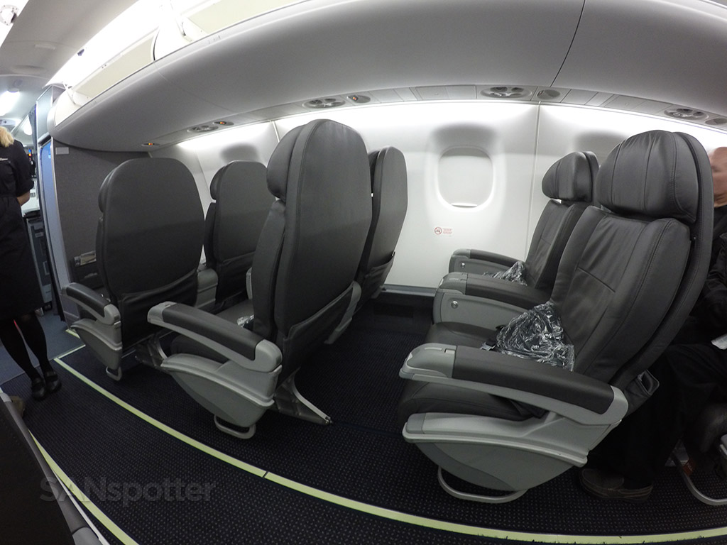 American Eagle Airlines Embraer ERJ-175 first class seats photos @SANspotter