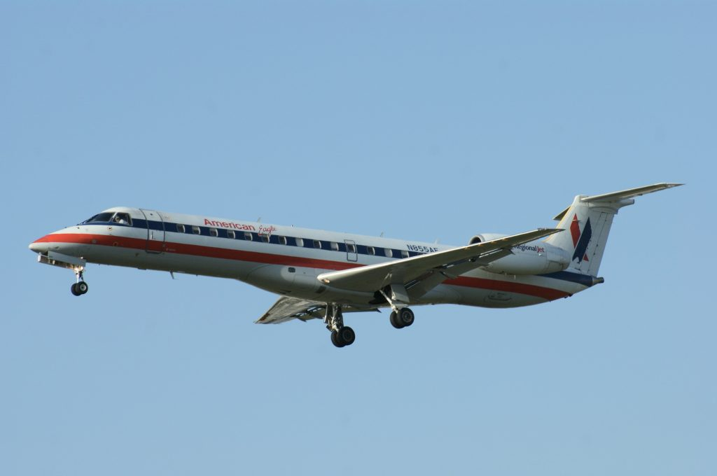 American Eagle Airlines Fleet Embraer ERJ-140 LR N855AE Photos