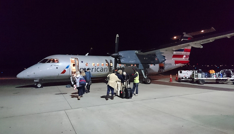 American Eagle Airlines N331EN Bombardier Dash 8-300 Passenger Boarding Photos