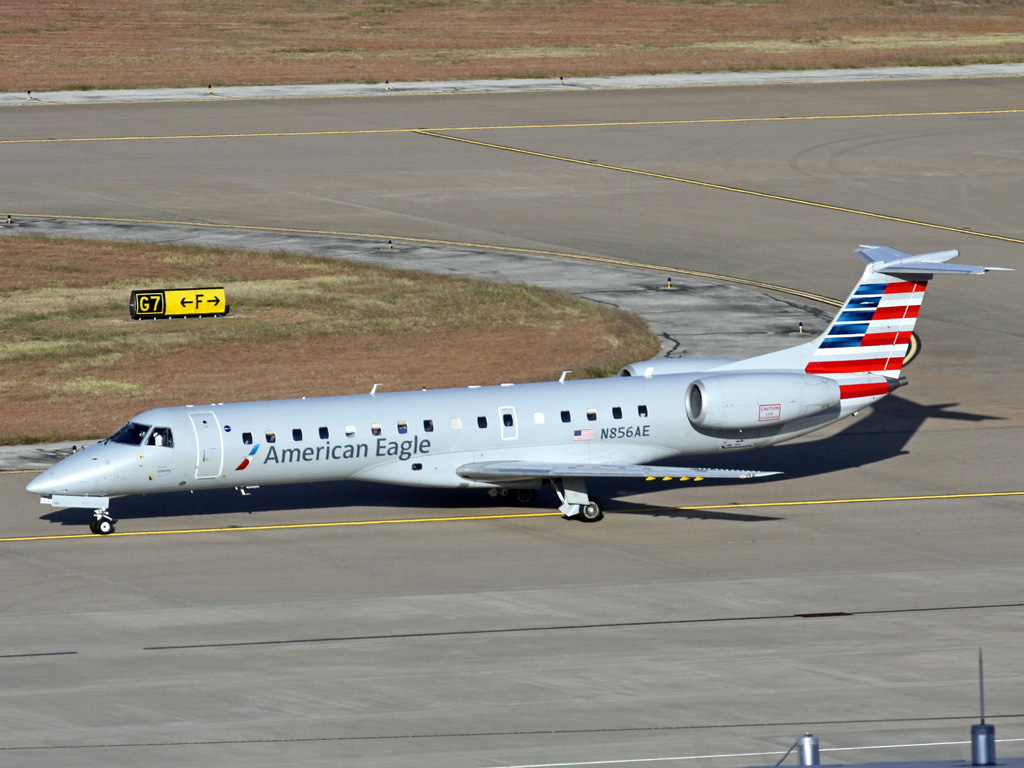 American Eagle Airlines Regional Jet Embraer ERJ-140 N856AE Photos