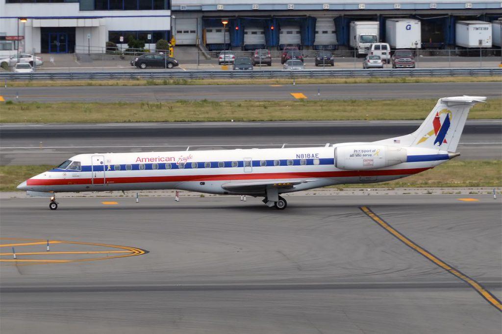 American Eagle Airlines Regional Jet Embraer ERJ-140LR N818AE