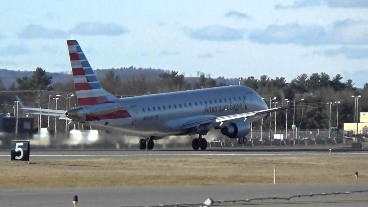 American Eagle Arlines Embraer ERJ-175 Takeoff Photos
