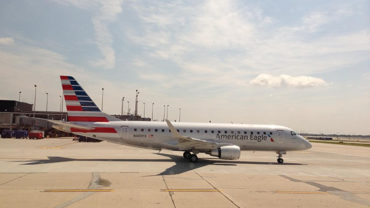 American Eagle (Compass Airlines) Embraer E175 N403YX Taxiing Photos