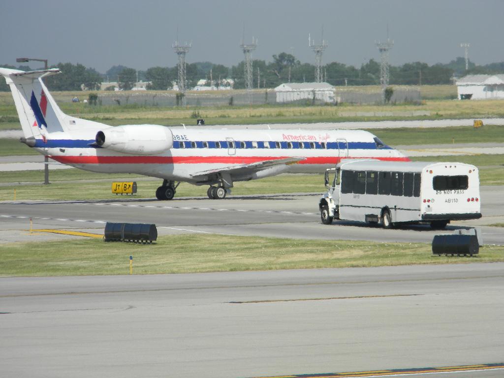 American Eagle ERJ-140LR N838AE