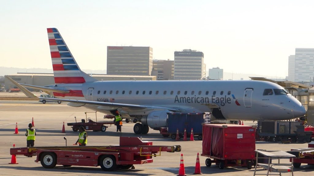 American Eagle (Envoy Air) Embraer E-Jets 175 N206NN at LAX Airport