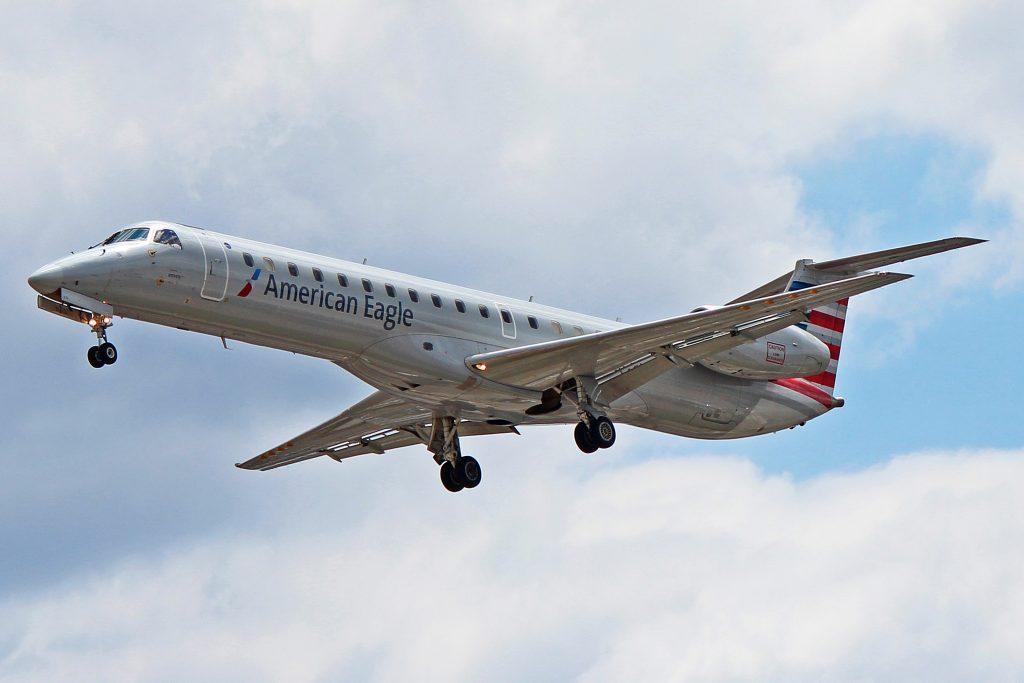 American Eagle (Envoy Air) Regional Jet Embraer ERJ-145:LR N674RJ