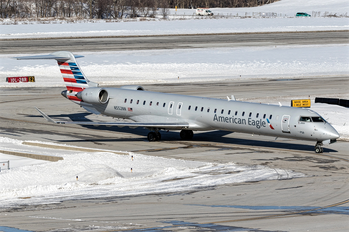 American Eagle PSA Airlines Bombardier CRJ-900 N552NN Snow Runaway Photos