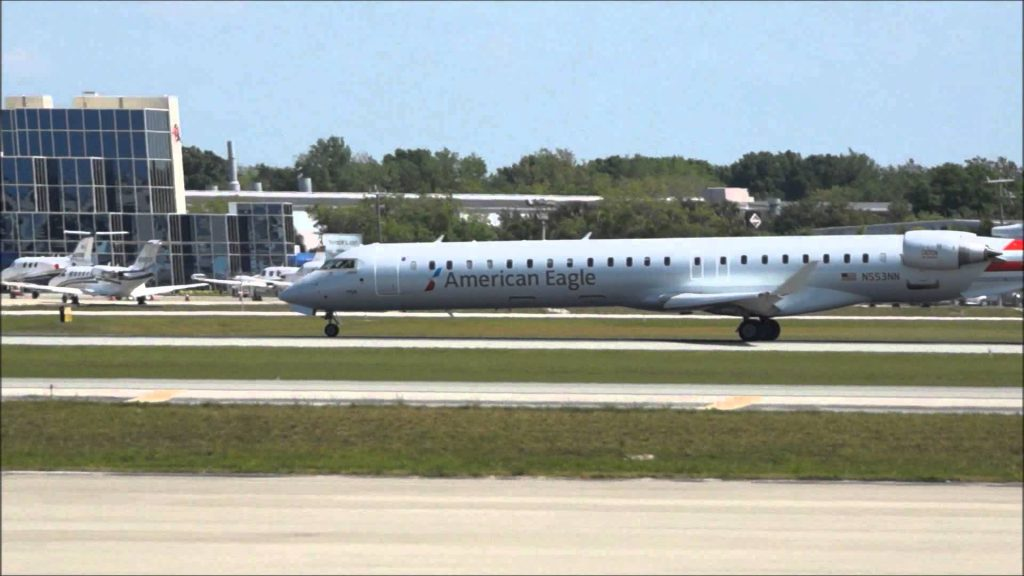 American Eagle PSA Airlines CRJ-900 N553NN takeoff from Sarasota Airport