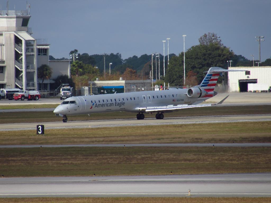 American Eagle (PSA Airlines) Canadair CRJ-900 N560NN visiting PNS