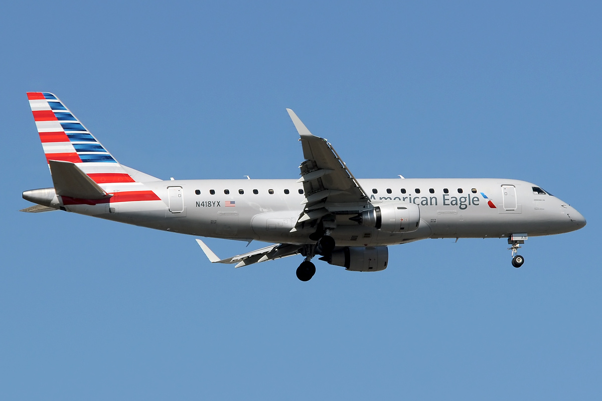 American Eagle (Republic Airlines) Embraer 175 N418YX on finals at EWR