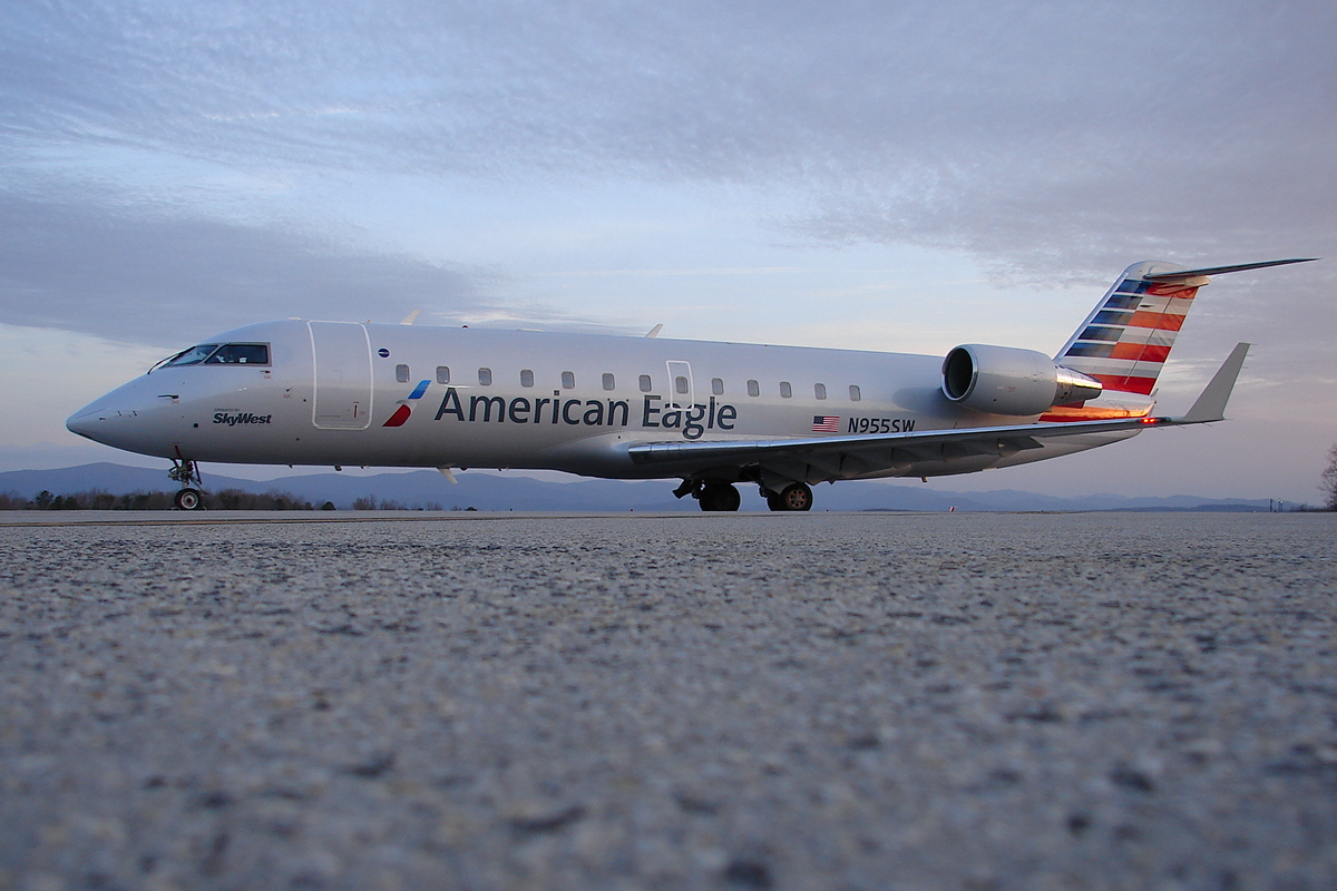 American Eagle operated by SkyWest Bombardier CRJ-200 (N955SW)